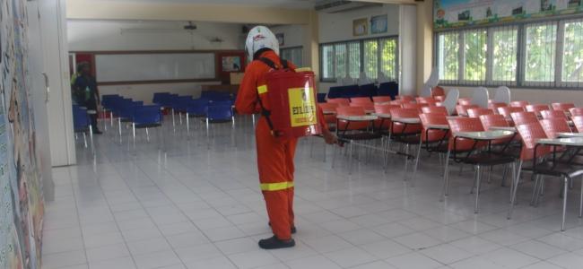 ฉีดพ่นน้ำยาฆ่าเชื้อโรคภายในโรงเรียน เพื่อรองรับการเปิดภาคเรียนที่ 1 ปีการศึกษา 2563
